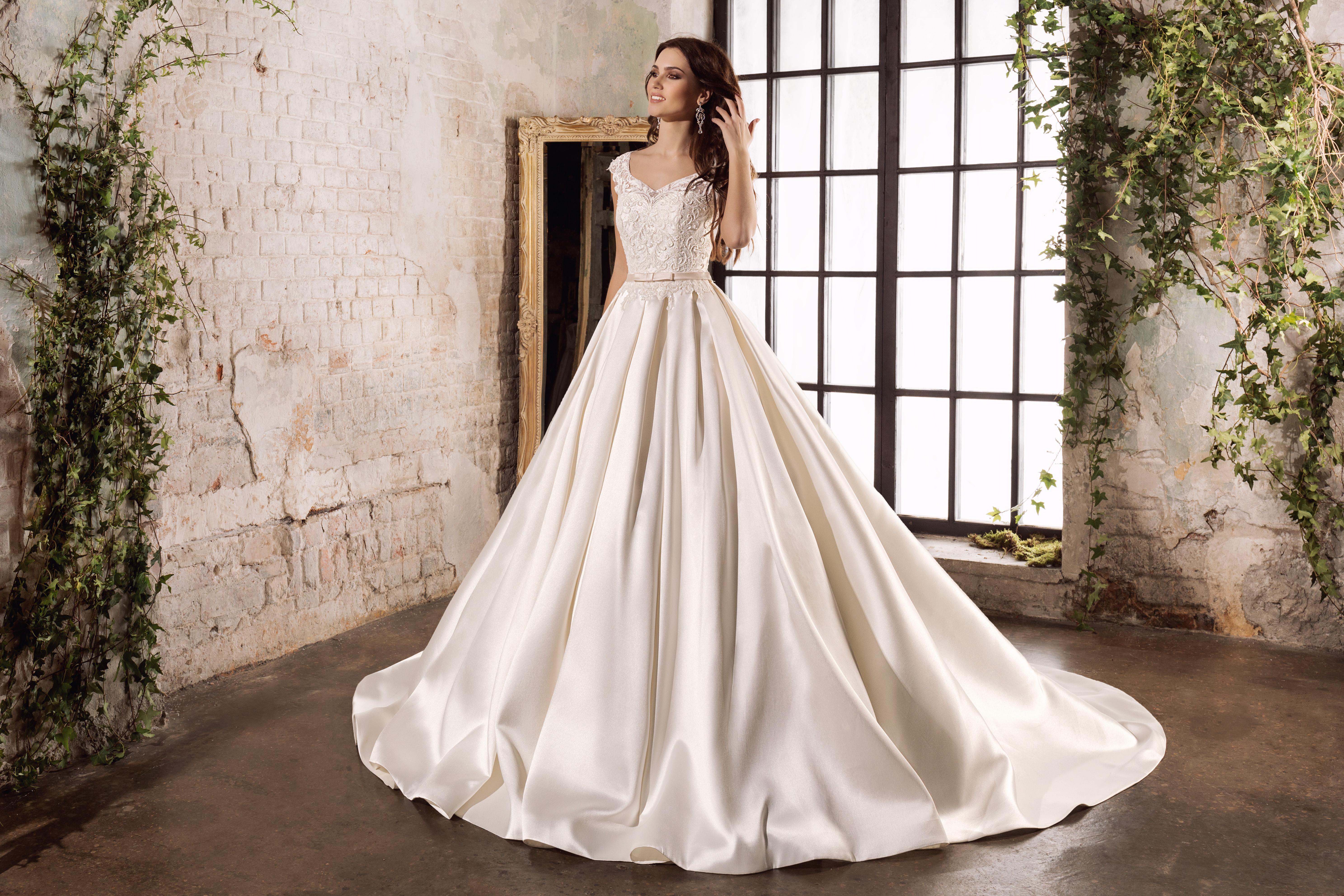 65fee12f9634a95 Купить свадебное платье А силуэт хотят многие современные невесты, потому  что такой наряд считается наиболее традиционным для незабываемой свадьбы.